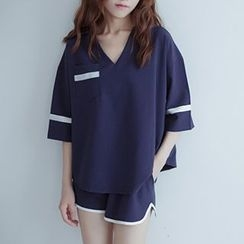 Cloud Nine - Set: Elbow-Sleeve V-Neck T-Shirt + Shorts