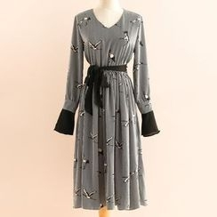 11.STREET - Crane Print V-Neck Chiffon Dress