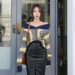 DABAGIRL - V-Neck Wool Blend Stripe Sweater