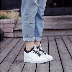 BAYO - Panel Hidden Wedge Sneakers