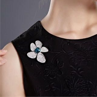Moonbasa - Rhinestone Flower Brooch