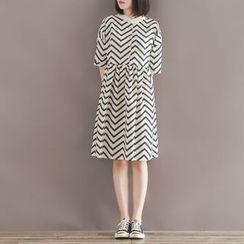 Clover Dream - Chevron Patterned Elbow Sleeve Dress