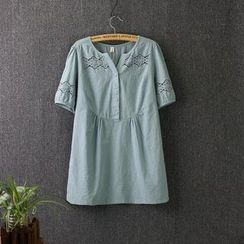 Blue Rose - Short-Sleeve Embroidered T-Shirt