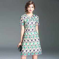 Elabo - Floral Embroidered V-Neck Short-Sleeve Shift Dress