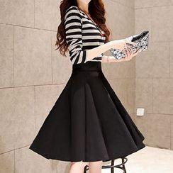 Jolly Club - Set: Striped Top + A-Line Skirt