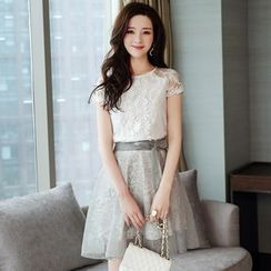 Romantica - Set: Short-Sleeve Top + Paneled A-Line Skirt