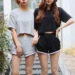 MayFair - Set: Cropped Short-Sleeve T-Shirt + Sweat Shorts
