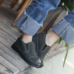 BARCA - Contrast Stitching Slip-Ons