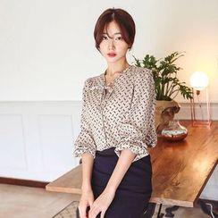 Seoul Fashion - Bow-Tie Print Blouse