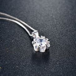 Zundiao - Sterling Silver Rhinestone Snowflake Pendant