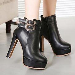 Mancienne - Buckled Platform Shoe Boots