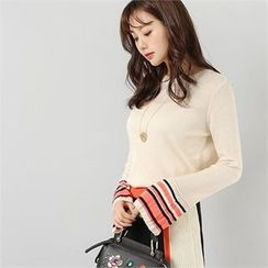 Styleberry - Bell-Sleeve Contrast-Trim Knit Top