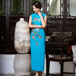 Miss Four Qipao - Sleeveless Embroidered Cheongsam