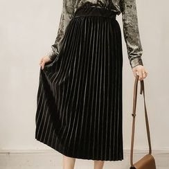 Little V - Pleated Midi Skirt