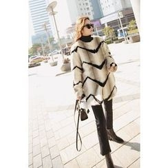 Momnuri - Maternity Chevron Faux-Fur Jacket