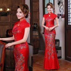 Bridal Workshop - Short-Sleeve Embroidered Wedding Cheongsam