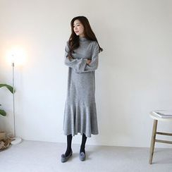 Hello sweety - Crew-Neck Ruffle-Hem Knit Dress
