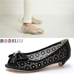 MODELSIS - Perforated Bow-Accent Pumps