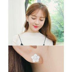 soo n soo - Faux-Pearl Flower Stud Earrings