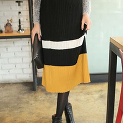 Cherryville - Pleated Long Knit Skirt