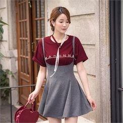ERANZI - Short-Sleeve Choker-Layered Lettering T-Shirt