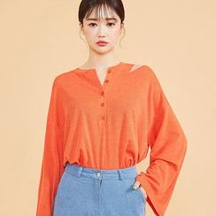 chuu - Cutout-Shoulder Loose-Fit Henley