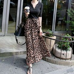 Rainbeam - Set: 1/2-Sleeve Top + Leopard-Print Chiffon Maxi Skirt