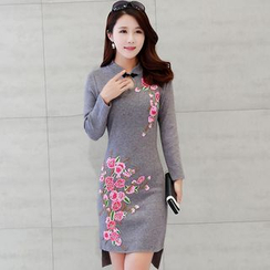 Lionhead - Embroidered Knit Cheongsam