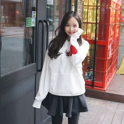 Envy Look - Heart Patch Hooded Pullover