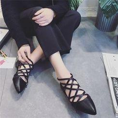QQ Trend - 多带尖头平底鞋