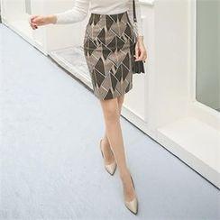 ode' - Zip-Back Patterned Skirt