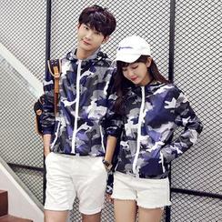Evolu Fashion - Couple Matching Camo Hooded Windbreaker