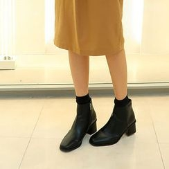 ATTYSTORY - Almond-Toe Ankle Boots
