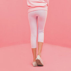 chuu - Two-Tone Cropped Yoga Pants