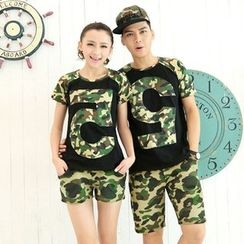 Lovebirds - Set: Short-Sleeve Couple Matching T-Shirt + Camouflage-Print Shorts