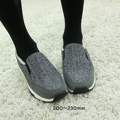 Dodostyle - Fleece-Lined Slip-Ons
