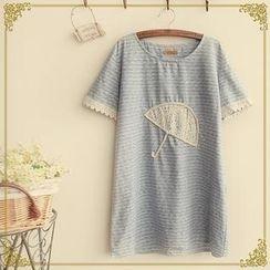 Fairyland - Short-Sleeve Umbrella Pattern T-Shirt