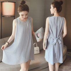 Munai - Sleeveless Pleated Dress