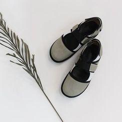 STYLEBYYAM - Velcro Mary-Jane Flats