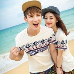 Evolu - Snowflake Print Couple T-Shirt