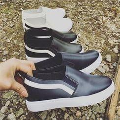 Hipsole - Platform Slip-Ons
