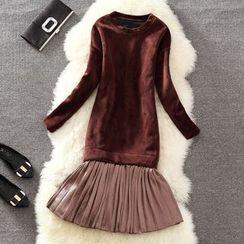 Clementine - Pleated Hem Long Sleeve Velvet Dress