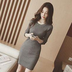 Coralie - Round-Neck Knit Dress