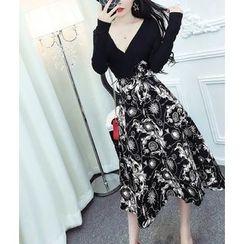 Dream Girl - Floral Print V-Neck A-Line Midi Dress