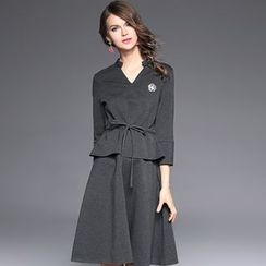 Ozipan - 3/4-Sleeve V-Neck Dress