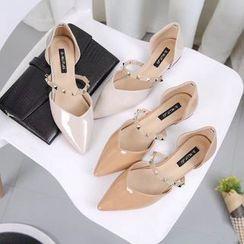 QQ Trend - 铆钉尖头平跟鞋