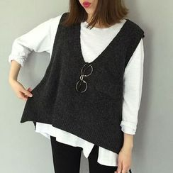 Moon City - Pocketed Plain Knit Vest