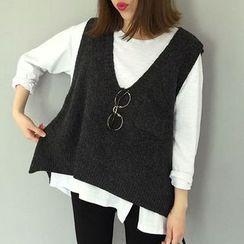 Moon City - Pocketed Plain Knit Vest