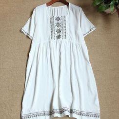 Rosadame - Embroidered Short-Sleeve Dress