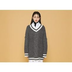 Envy Look - V-Neck Oversized Cable Sweater